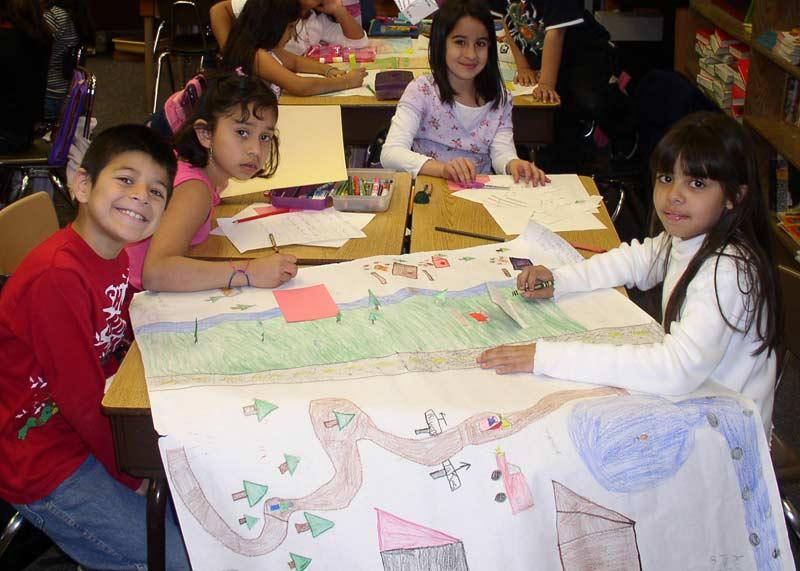 kids-drawing-in-school